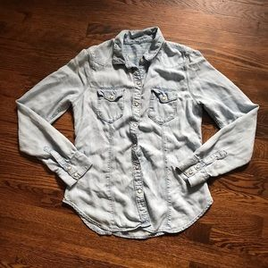 Gap denim button down size 4 lightwash